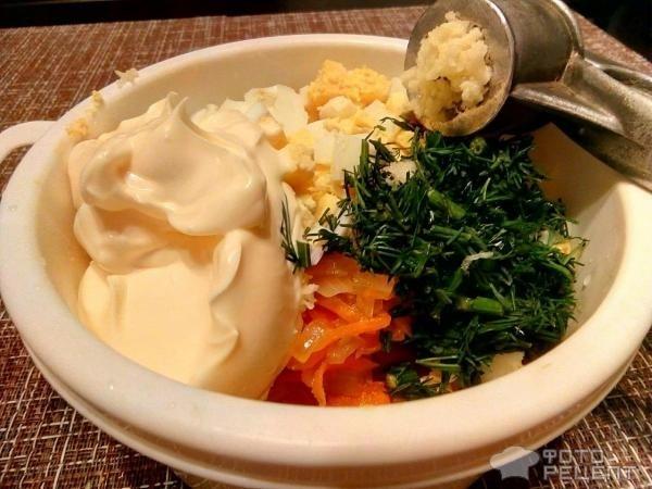 Рецепт: Куриные котлеты под яично-овощной шубкой в духовке - по-домашнему